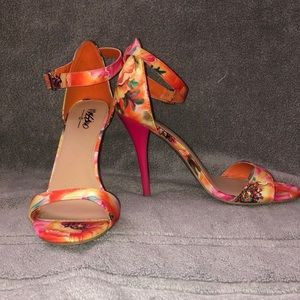 Mossimo floral stilettos size 6.5 great condition!